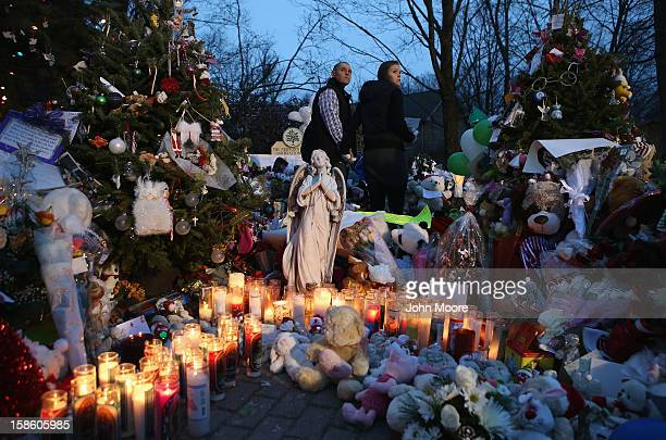 Mourners visit a streetside memorial for 20 children who were killed at Sandy Hook Elementary School on December 20 2012 in Newtown Connecticut Six...