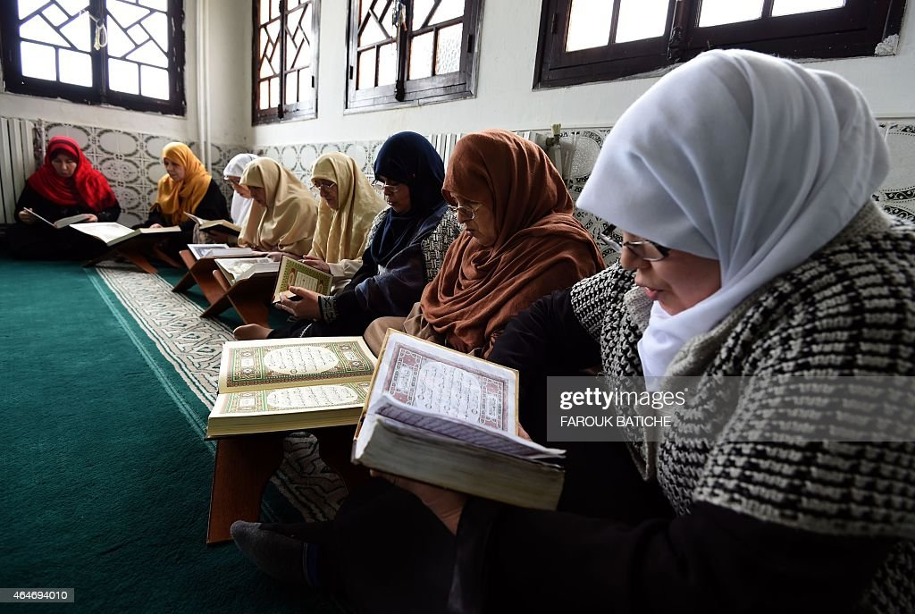 ALGERIA-UNREST-ISLAM-WOMEN-EDUCATION-JIHADISTS : News Photo