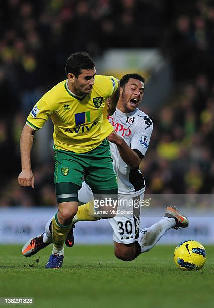 Mousa Dembele of Norwich battles with Bradley Johnson of Fulham during the Barclays Premier League match between Norwich City and Fulham at Carrow...