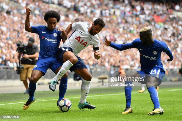 Mousa Dembele of Tottenham Hotspur controls the ball while under pressure from Willian of Chelsea and Tiemoue Bakayoko of Chelsea during the Premier...