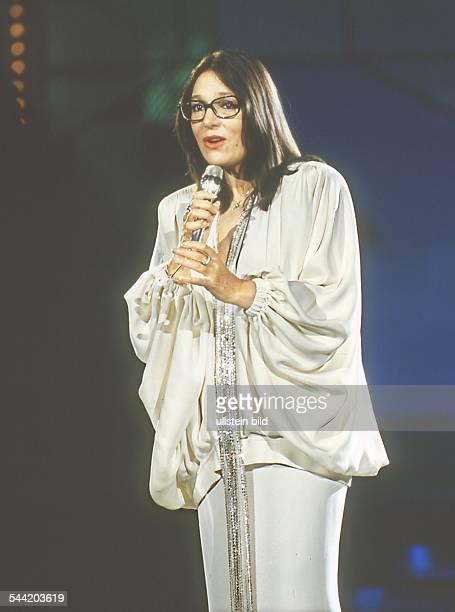 Mouskouri Nana *Saengerin Griechenland bei einem Auftritt 1989