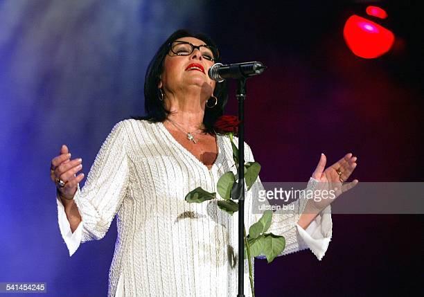 Mouskouri Nana *Saengerin Griechenland bei einem Auftritt in der Philipshalle in Duesseldorf