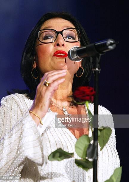 Mouskouri, Nana *-Saengerin, , Griechenland- bei einem Auftritt in der Philipshalle in Duesseldorf