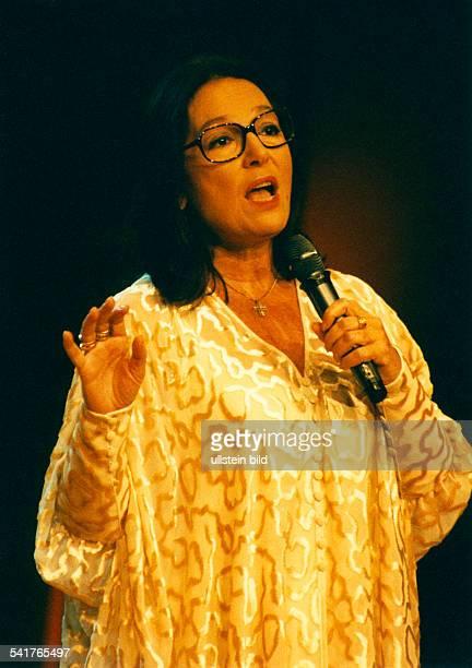 Mouskouri Nana *Saengerin Griechenland bei einem Auftritt Dezember 1997