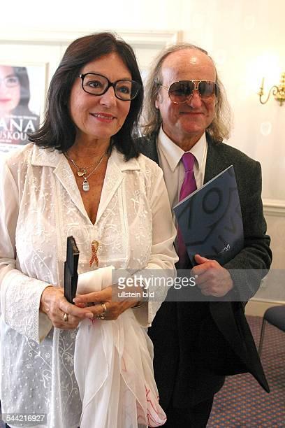Mouskouri Nana *Saengerin Griechenland mit Ehemann André Chapelle im Kempinski Hotel Berlin