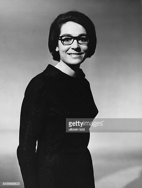 Mouskouri Nana *Saengerin Griechenland Portrait undatiert vermutl Anfang der 60er Jahre