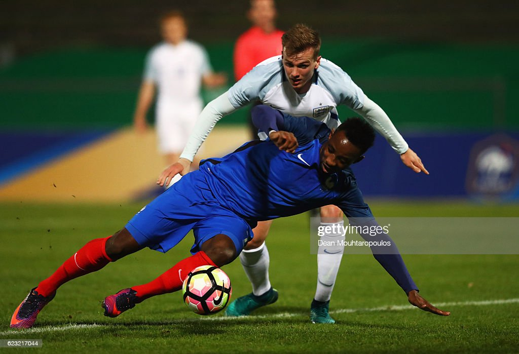 Moussa Dembele of France U21 battles with Rob Holding of England U21 during the U21 international friendly match between France and England at Stade Robert Bobin on November 14, 2016 in Paris, France.
