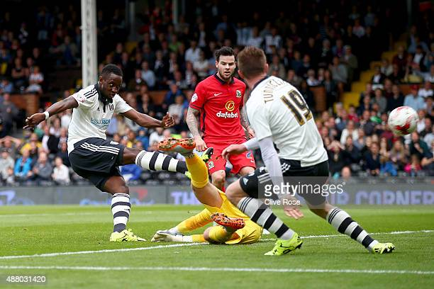Moussa Dembele of Fulham scores during the Sky Bet Football League Championship match between Fulham and Blackburn Rovers at Craven Cottage on...