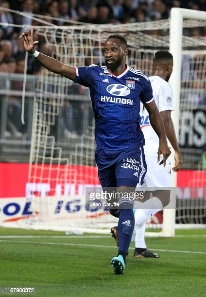 Moussa Dembele of Lyon celebrates his first goal during the French Ligue 1 match between Amiens SC and Olympique Lyonnais at Stade de la Licorne on...