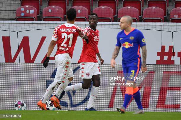 Moussa Niakhate of 1. FSV Mainz 05 celebrates with teammate Karim Onisiwo after scoring his team's first goal during the Bundesliga match between 1....