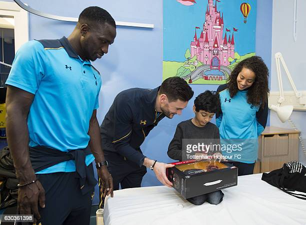 Moussa Sissoko Hugo Lloris and Leah Rawle of Tottenham Hotspur hand out presents to patients at Whipps Cross Hospital on December 21 2016 in London...