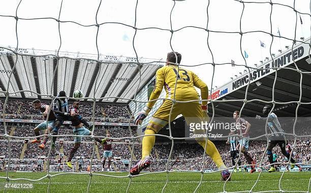 Moussa Sissoko of Newcastle scores the opening goal during the Barclays Premier League match between Newcastle United and West Ham United at St...
