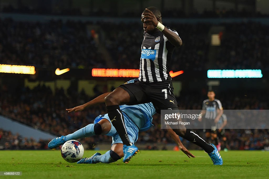 Moussa Sissoko of Newcastle United evades the tackle from Fernandinho of Manchester City to score their second goal during the Capital One Cup Fourth Round match between Manchester City and Newcastle United at Etihad Stadium on October 29, 2014 in Manchester, England.