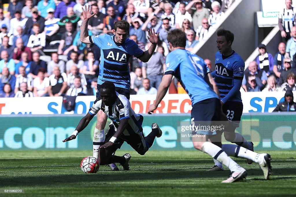 Moussa Sissoko of Newcastle United is challanged by Jan Vertonghen of Tottenham Hotspur resulting in the penalty during the Barclays Premier League match between Newcastle United and Tottenham Hotspur at St James' Park on May 15, 2016 in Newcastle, England.
