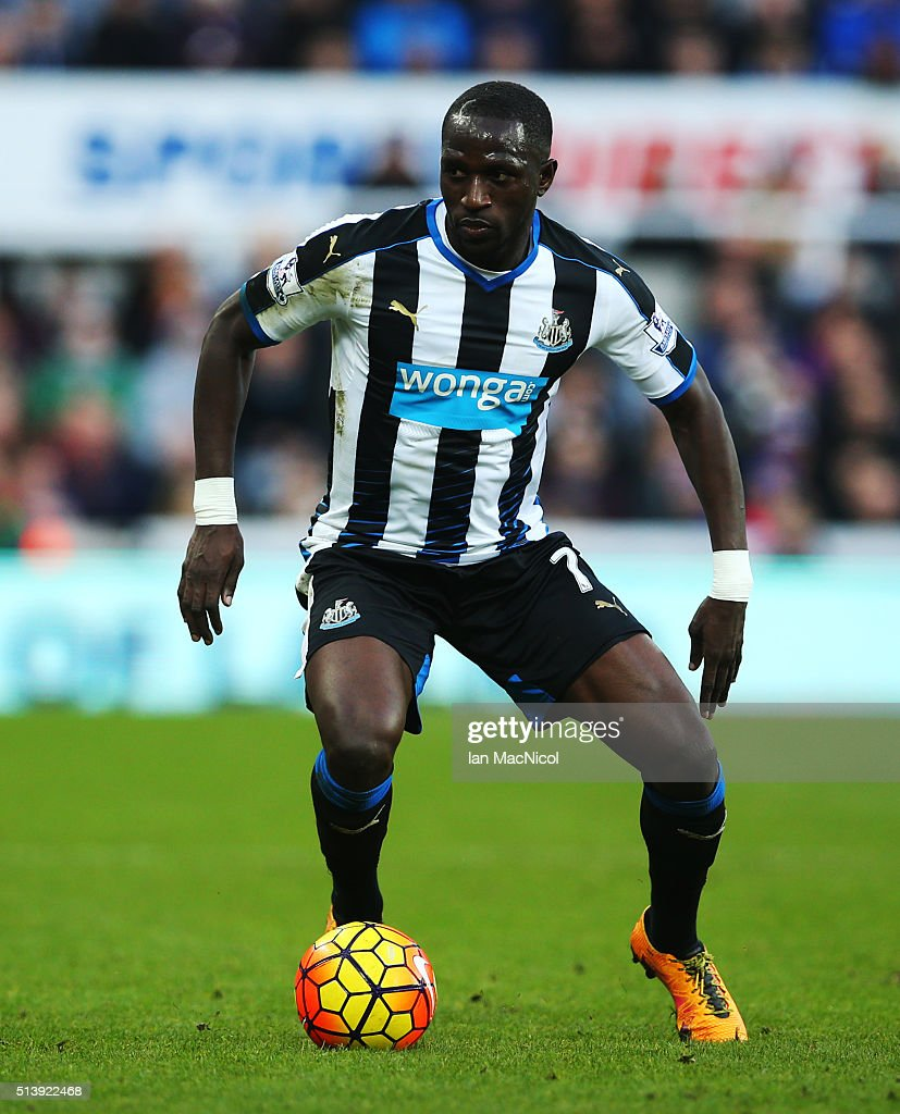 Moussa Sissoko of Newcastle United ontrols the ball during the Barclays Premier League match between Newcastle United and A.F.C. Bournemouth at St James Park on March 5, 2016 in Newcastle, England.
