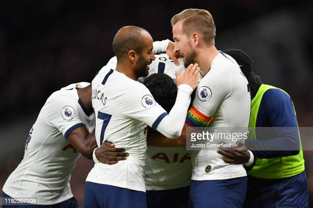 Moussa Sissoko of Tottenham Hotspur celebrates with teammates after scoring his team's fifth goal during the Premier League match between Tottenham...