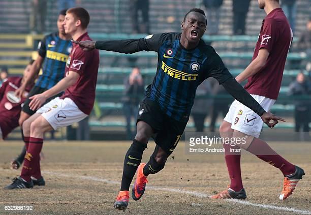 Moussa Souare of FC Internazionale Milano celebrates his goal during the Primavera Tim juvenile match between FC Internazionale and US Salernitana at...