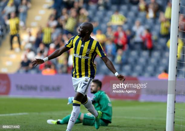 Moussa Sow of Fenerbahce celebrates after scoring a goal during the Turkish Spor Toto Super Lig soccer match between Fenerbahce and Trabzonspor at...