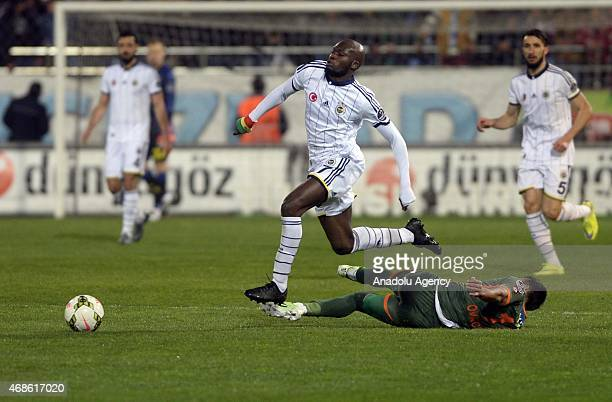 Moussa Sow of Fenerbahce in action during the Turkish Spor Toto Super League match between Caykur Rizespor and Fenerbahce at Yenisehir Stadium in...