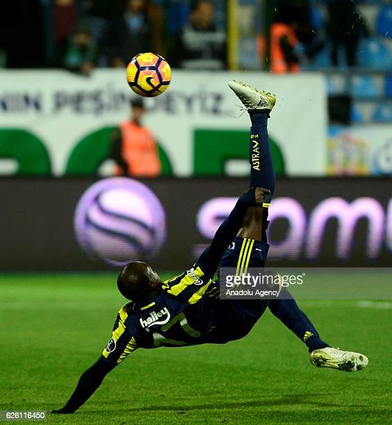 Moussa Sow of Fenerbahce scores a goal during the Turkish Spor Toto Super Lig football match between Caykur Rizespor and Fenerbahce at the Caykur...