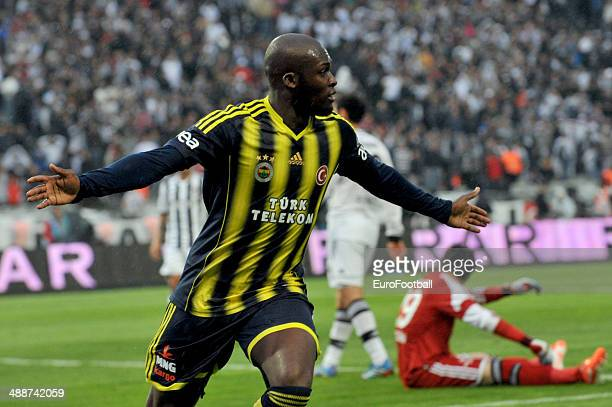 Moussa Sow of Fenerbahce SK celebrates during the Turkish Super League match between Besiktas and Fenerbahce at the Ataturk Olympic Stadium on April...