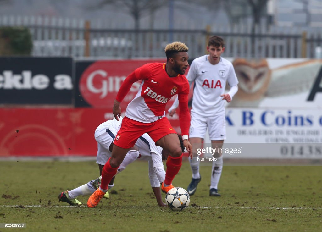 Tottenham Hotspur U19 v Monaco U19: UEFA Youth League : Photo d'actualité