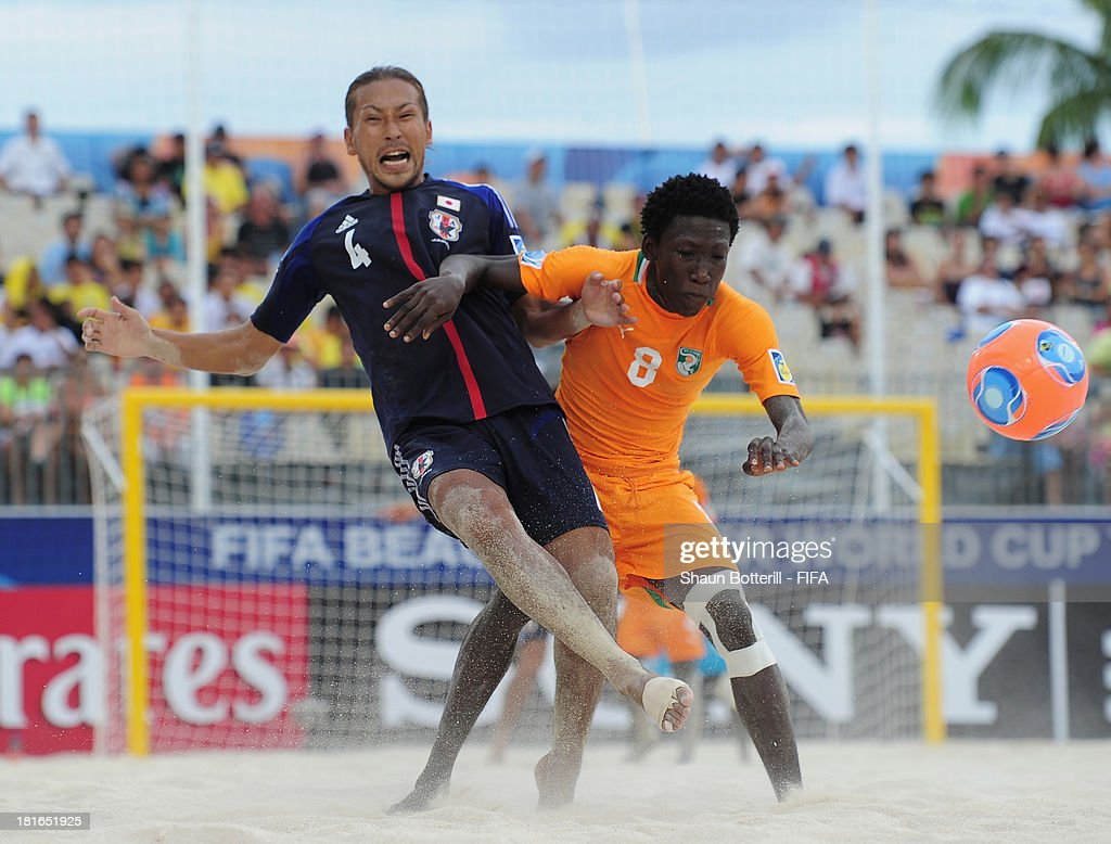Moustapha Sakanoko of Ivory Coast and Shinji Makino of Japan challenge for the ball during the FIFA Beach Soccer World Cup Tahiti 2013 Group D match between Japan and Ivory Coast at the Tahua To'ata stadium on September 22, 2013 in Papeete, French Polynesia.
