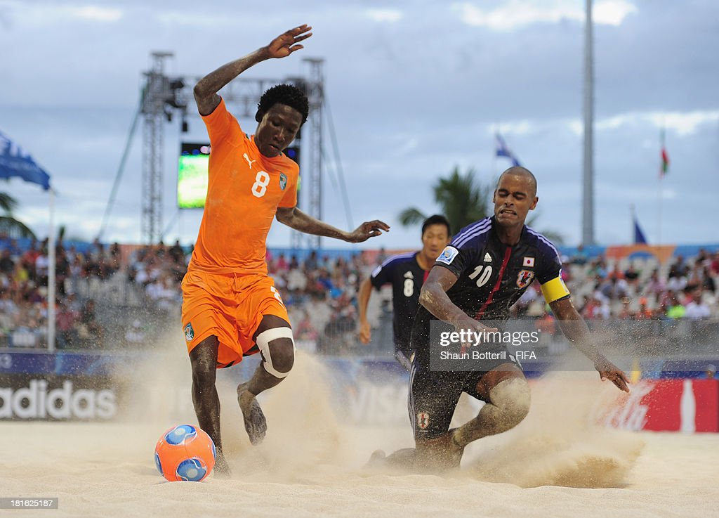Moustapha Sakanoko of Ivory Coast is challenged by Ozu Moreira of Japan during the FIFA Beach Soccer World Cup Tahiti 2013 Group D match between Japan and Ivory Coast at the Tahua To'ata stadium on September 22, 2013 in Papeete, French Polynesia.