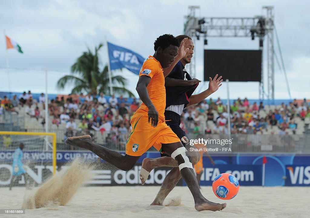 Moustapha Sakanoko of Ivory Coast is challenged by Shinji Makino of Japan during the FIFA Beach Soccer World Cup Tahiti 2013 Group D match between Japan and Ivory Coast at the Tahua To'ata stadium on September 22, 2013 in Papeete, French Polynesia.