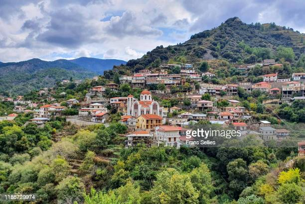 moutoullas village, troodos mountains, cyprus - repubiek cyprus stockfoto's en -beelden