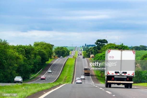 movement of cars and trucks on highway fausto santo amaro, sp, brazil. - crmacedonio fotografías e imágenes de stock