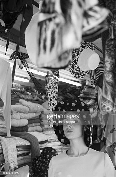Movie 27Th Venice Mostra 1966 En Italie dans le cadre de la 27e édition du festival 'la Mostra de Venise' qui s'est déroulée du 28 août au 10...