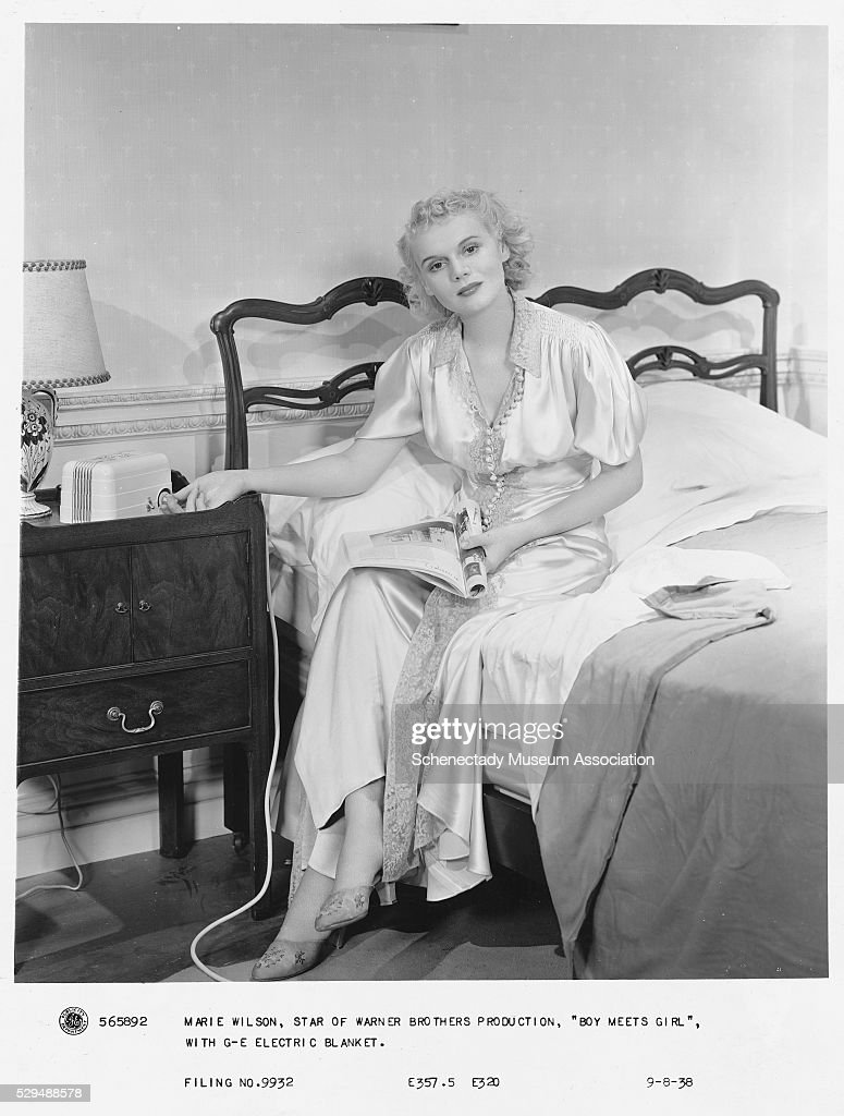 Actress Using an Electric Blanket : News Photo