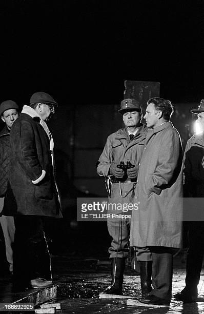 Movie Film 'L'Espion Qui Venait Du Froid' By Martin Ritt En mars 1965 de nuit le réalisateur Martin RITT en face de l'acteur Richard BURTON dans le...
