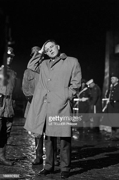 Movie Film 'L'Espion Qui Venait Du Froid' By Martin Ritt En mars 1965 de nuit l'acteur Richard BURTON debout dans le décor d'un Berlin reconstitué...