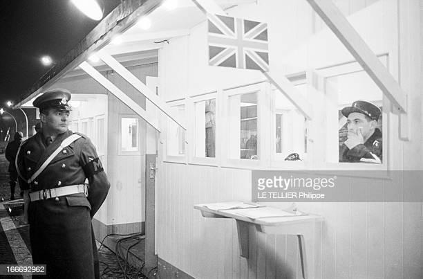 Movie Film 'L'Espion Qui Venait Du Froid' By Martin Ritt En mars 1965 dans le décor d'un poste de contrôle anglais à Berlin reconstitué sur un...