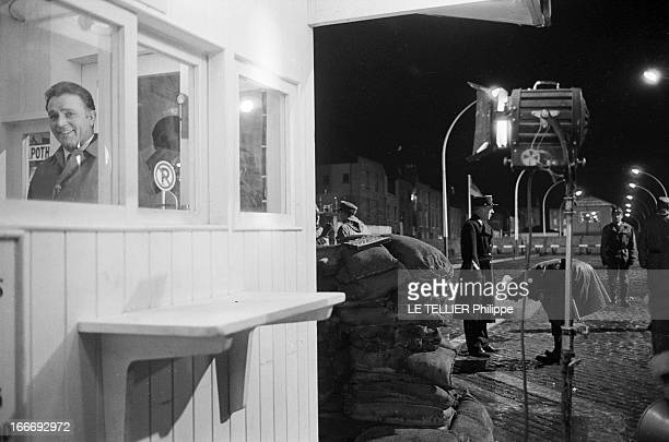 Movie Film 'L'Espion Qui Venait Du Froid' By Martin Ritt En mars 1965 dans le décor d'un Berlin reconstitué sur un plateau de cinéma une scène de...