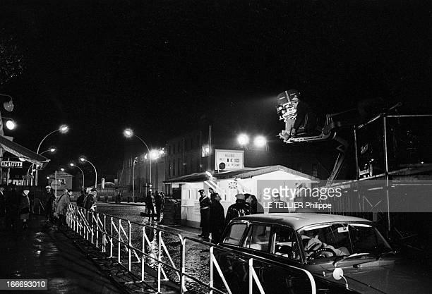 Movie Film 'L'Espion Qui Venait Du Froid' By Martin Ritt En mars 1965 dans le décor d'un poste de contrôle à Berlin reconstitué sur un plateau de...