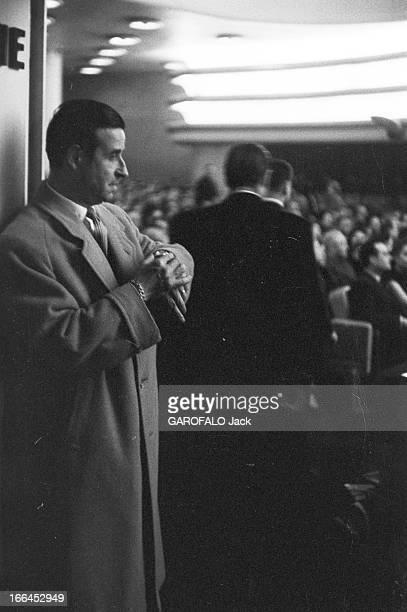 Movie Gala ' Si Tous Les Gars Du Monde' Paris 3 mars 1956 Première du film 'Si tous les gars du monde' réalisé par CHRISTIANJAQUE Le réalisateur en...