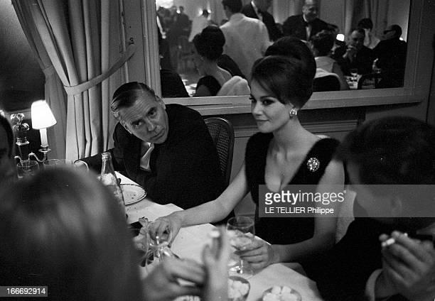 Movie Premiere Of James Bond 'Goldfinger' In Paris A Paris le 19 fevrier en 1965 dans le cadre de la première du film 'Opération Tonnerre' du...