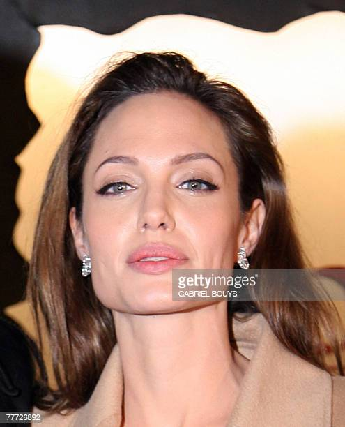 US movie star Angelina Jolie arrives at the film premiere of Beowulf in Los Angeles California 05 November 2007 AFP PHOTO / GABRIEL BOUYS