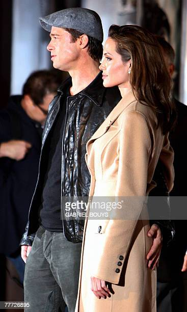 US movie stars Brad Pitt and Angelina Jolie arrive at the film premiere of Beowulf in Los Angeles California 05 November 2007 AFP PHOTO / GABRIEL...