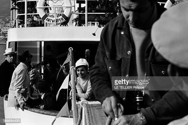 Movie 'Tendre Voyou' With Belmondo Le 06 avril 1996 pendant le tournage du film 'Tendre voyou' du réalisateur Jean BECKER des acteurs embarqués à...