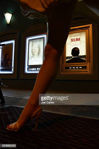 movie theater exterior at night in key west, florida - jennifer aniston legs stock pictures, royalty-free photos & images