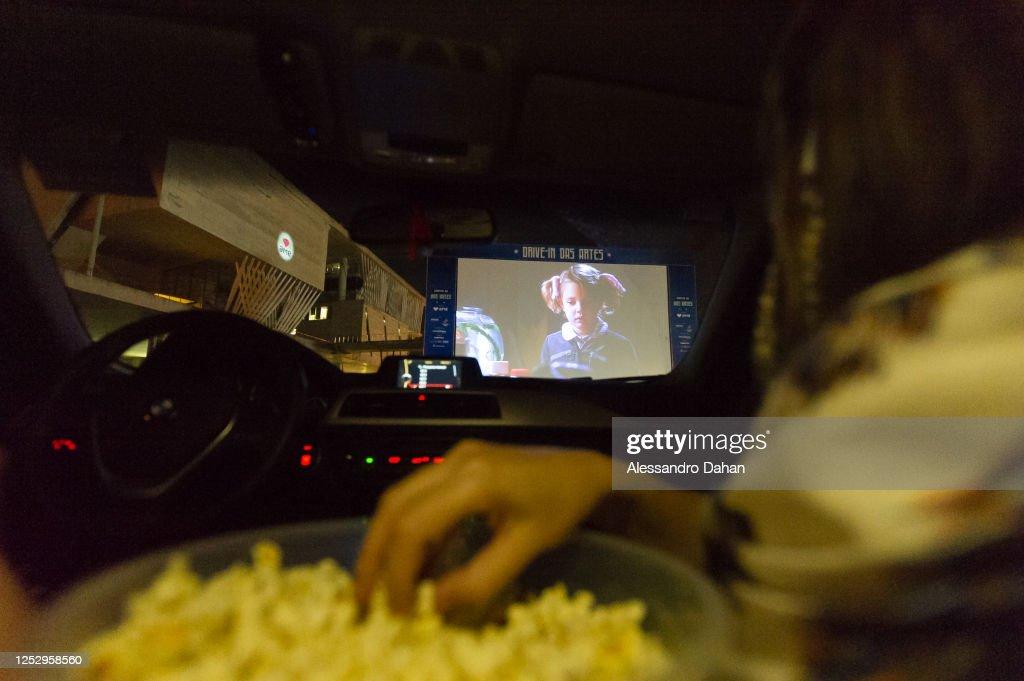 Cine Drive-In Session at Cidade das Artes Amidst the Coronavirus Pandemic : News Photo
