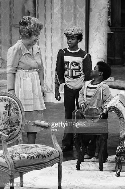 RENT STROKES 'Movin' In' Episode 1 Pictured Charlotte Rae as Edna Garrett Gary Coleman as Arnold Jackson Todd Bridges as Willis Jackson Photo by Herb...