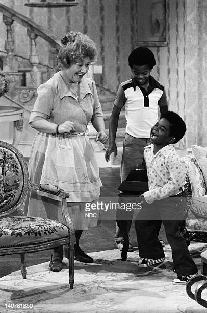 RENT STROKES 'Movin' In' Episode 1 Pictured Charlotte Rae as Edna Garrett Todd Bridges as Willis Jackson Gary Coleman as Arnold Jackson Photo by Herb...