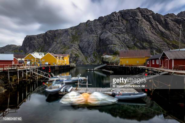 moving boats nusfjord - reise stock pictures, royalty-free photos & images