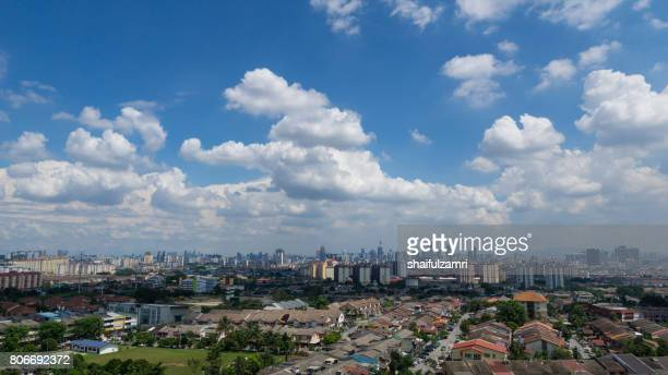 moving clouds over downtown kuala lumpur, malaysia - shaifulzamri 個照片及圖片檔