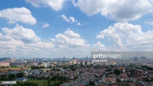 moving clouds over downtown kuala lumpur, malaysia - shaifulzamri imagens e fotografias de stock